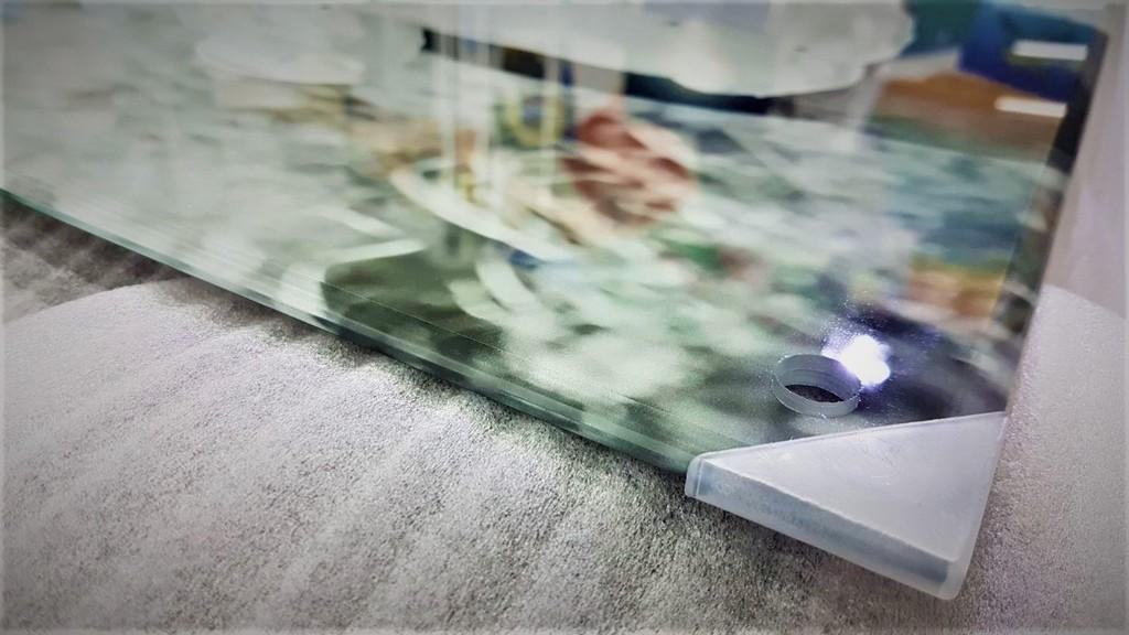 הדפסה על זכוכית תקריב