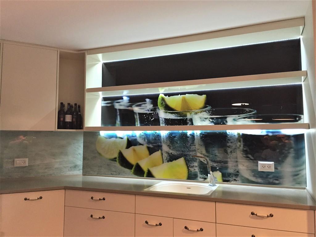 Image0חיפוי זכוכית מודפסת למטבח