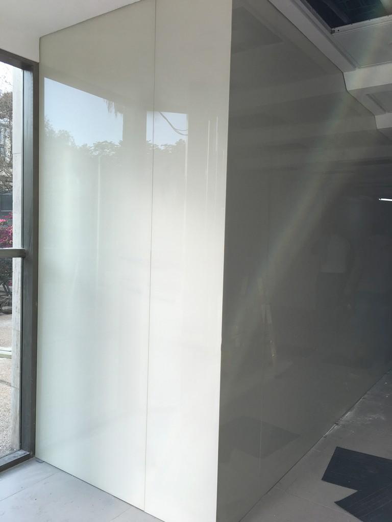 חיפוי זכוכית קיר