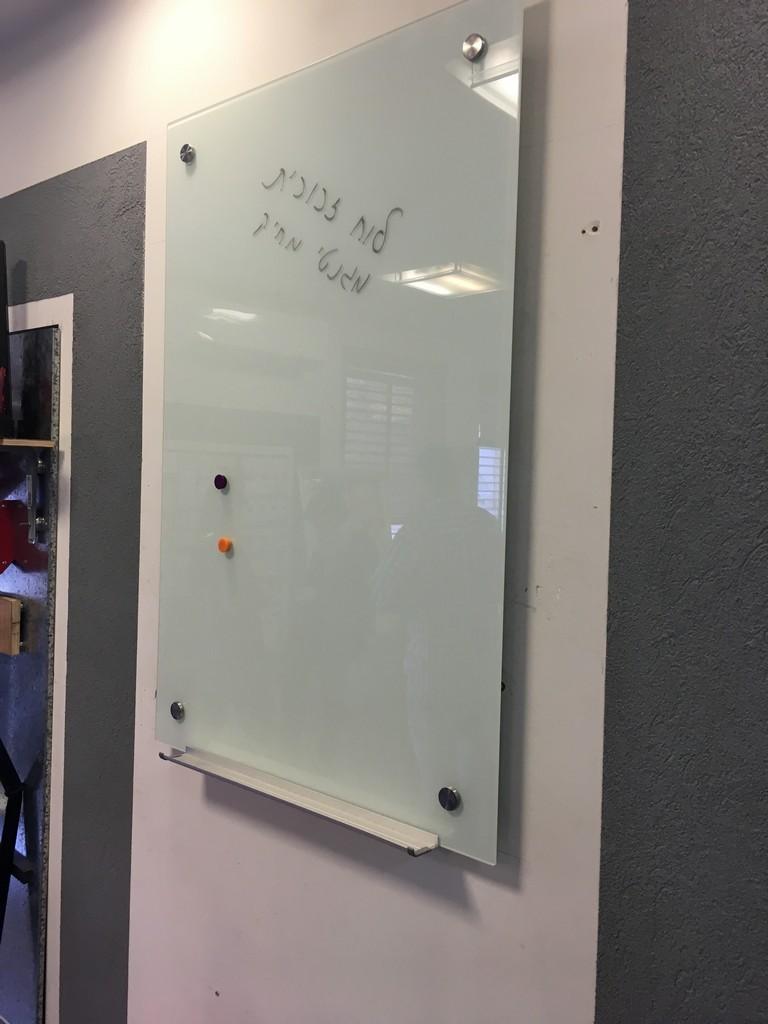 לוח מחיק זכוכית מגנטי