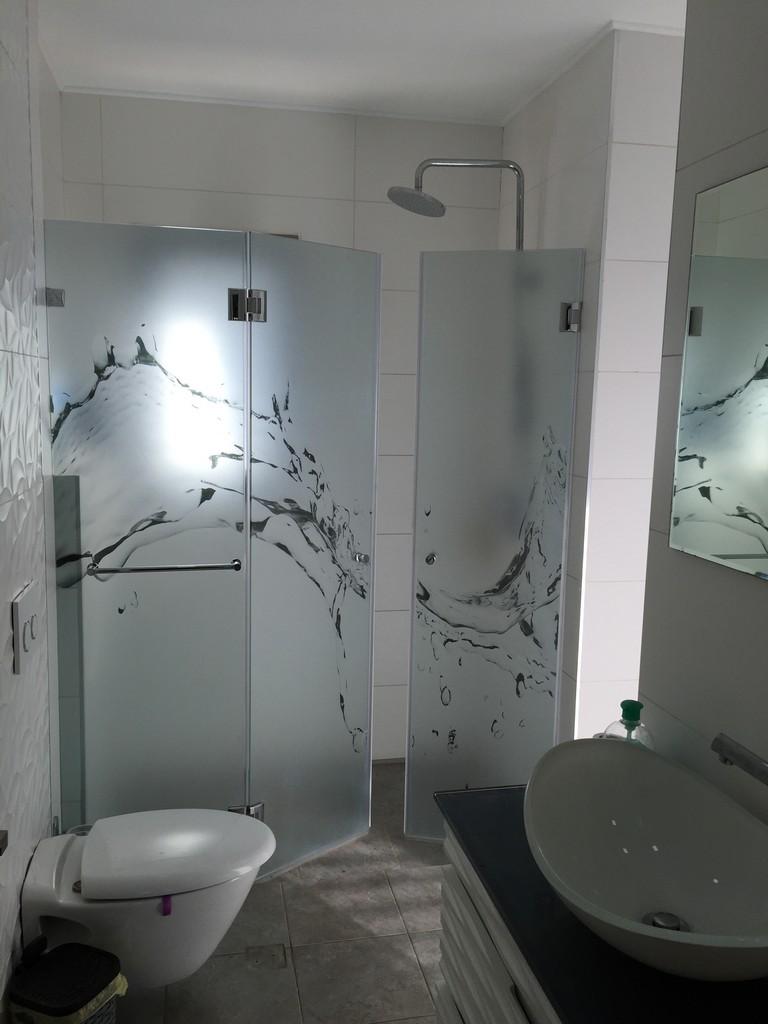מדבקת התזת חול מקלחון