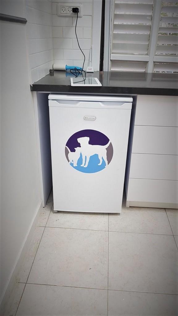 מדבקה למקרר אורי פרייז