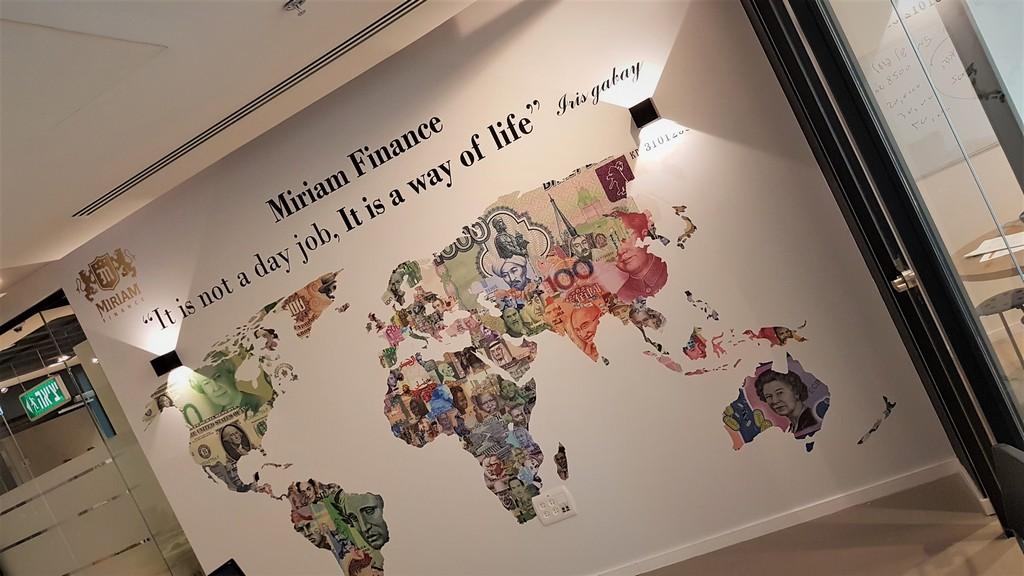 מדבקת קיר מפת עולם כסף