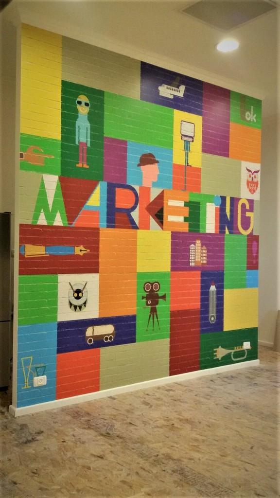 מדבקת קיר צבעונית בריקים