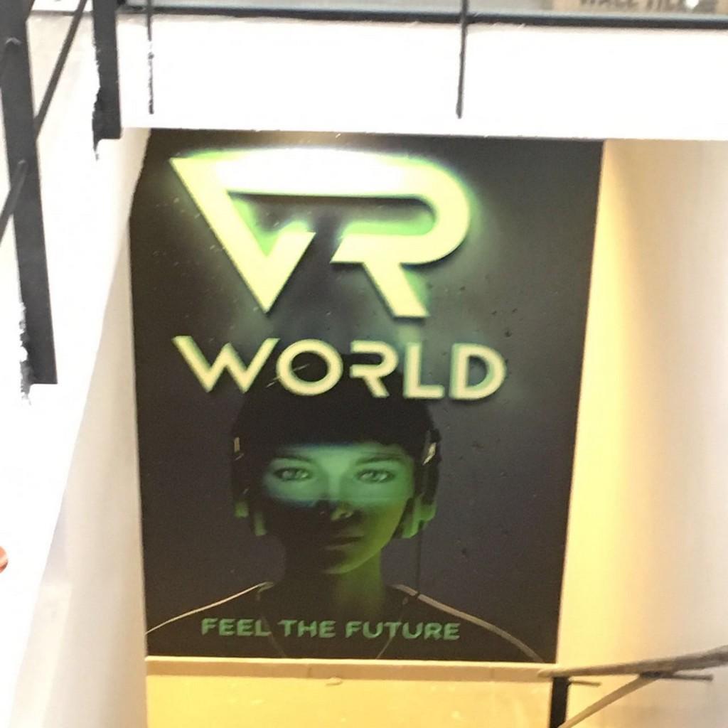 מדבקת קיר VR