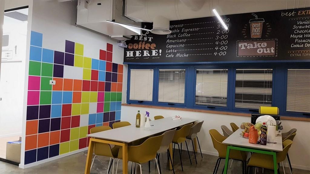 מדבקת קיר חדר אוכל
