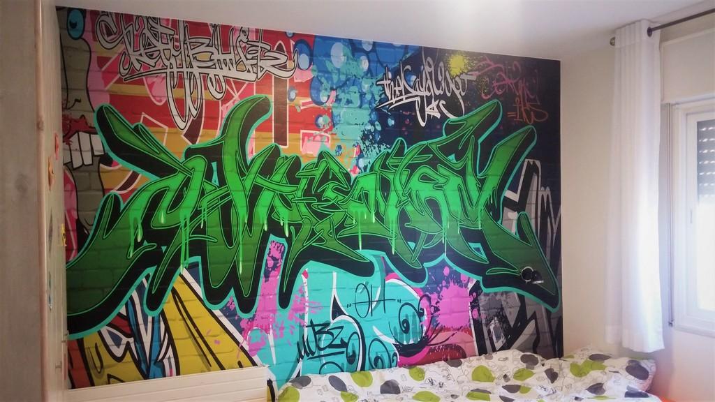 מדבקת קיר גרפיטי