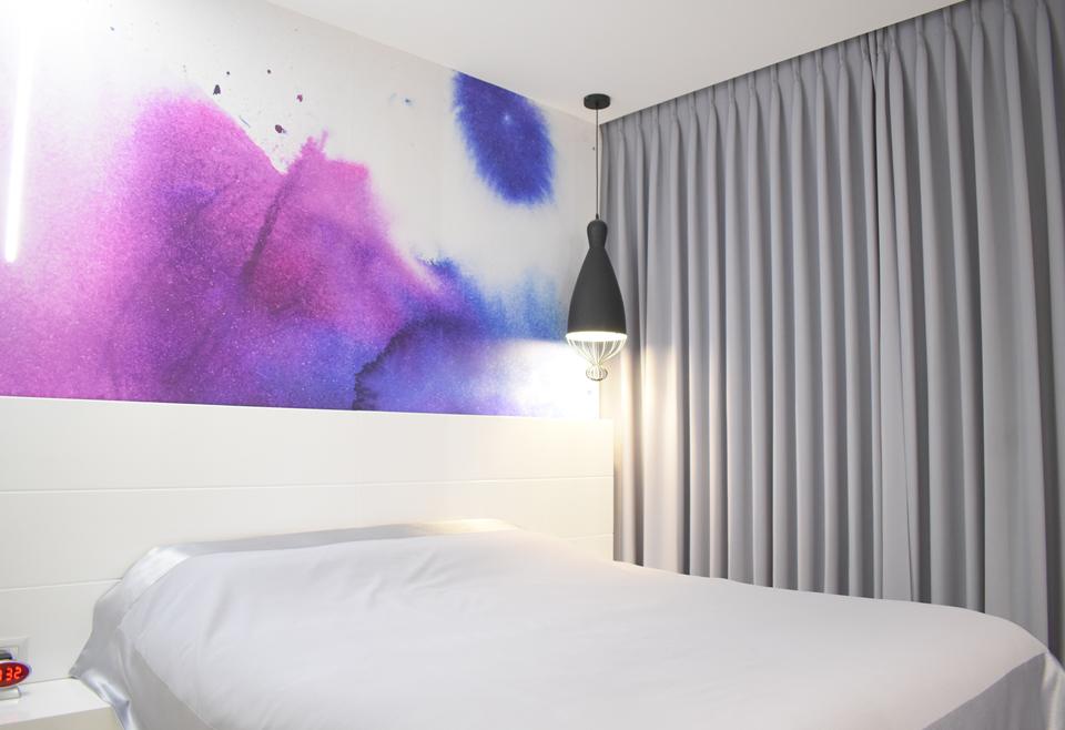 מדבקת קיר צבע מים