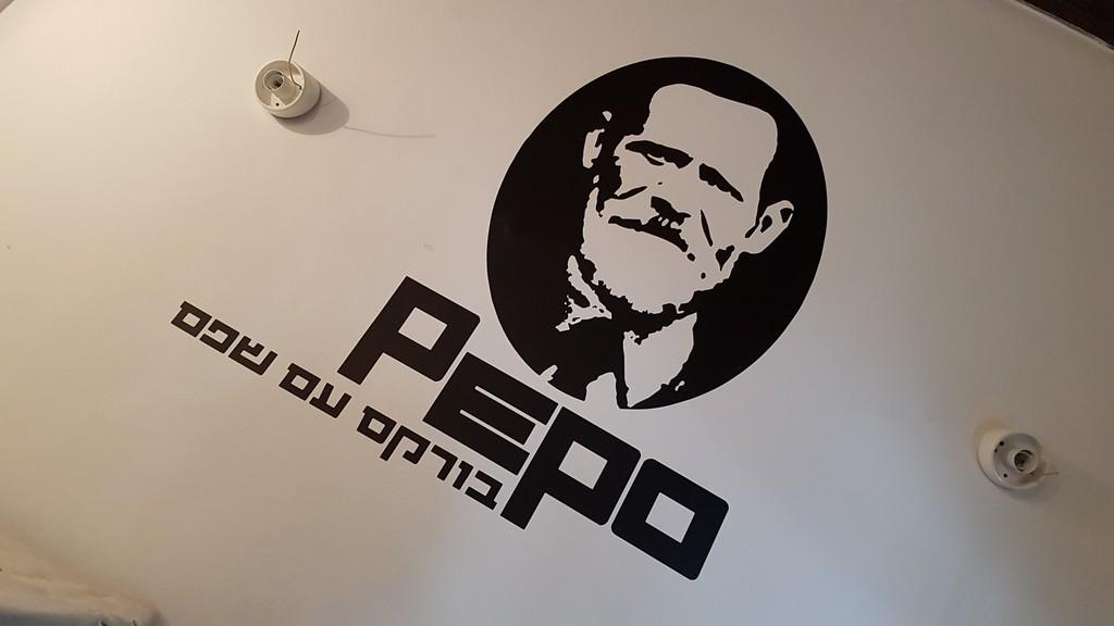 מדבקת צורנית לקיר PEPO בורקס