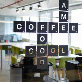 מדבקה צורנית חדר קפה
