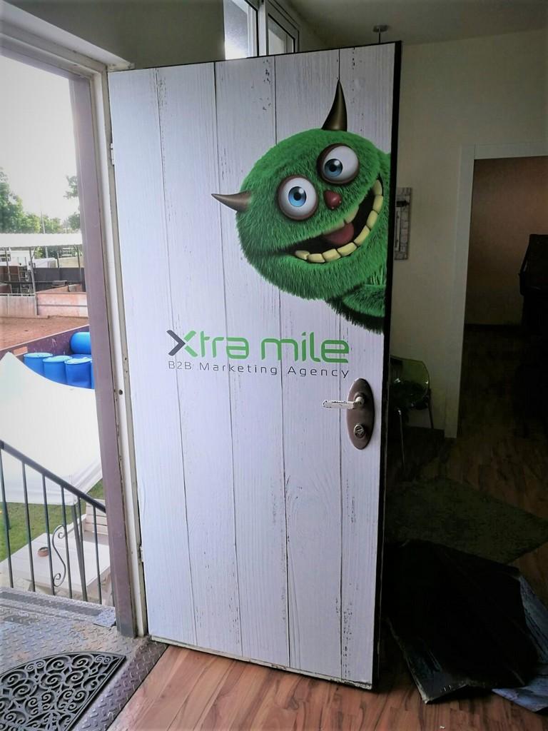 חידוש דלתות במדבקה אקסטרה מייל