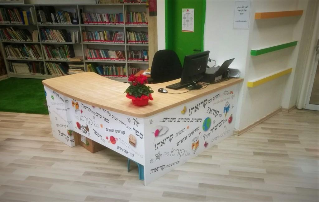 עיטוף שולחן במדבקה מודפסת
