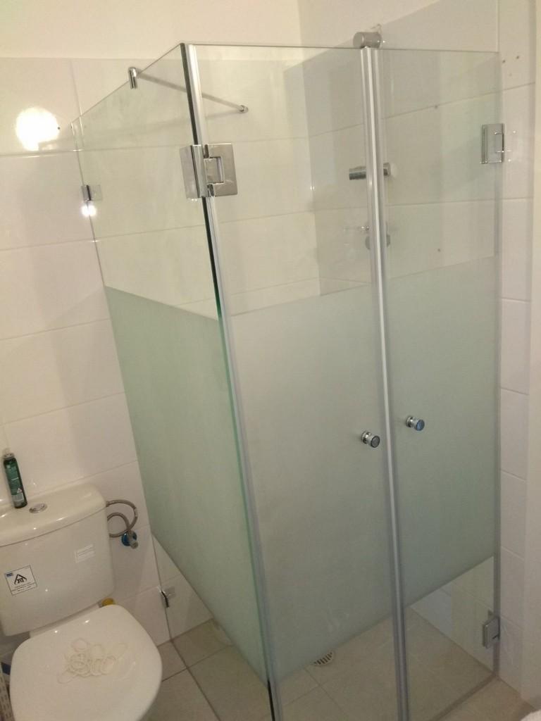 מקלחון עם התזת חול