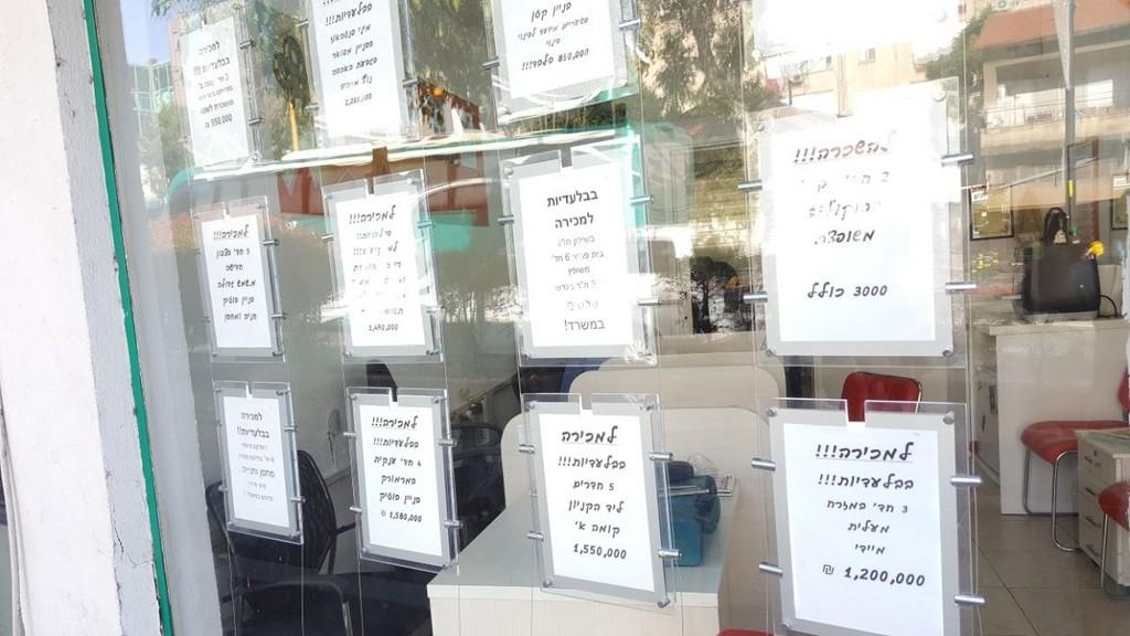 שלטים מוארים לחלון ראווה