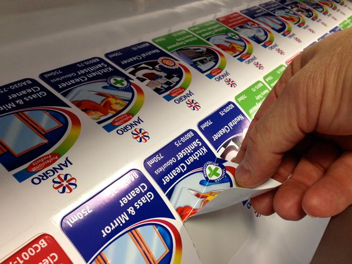 הדפסת מדבקות פלוס דיזיין