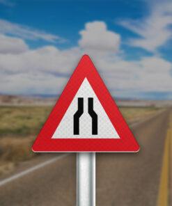 תמרור הכביש הולך וצר