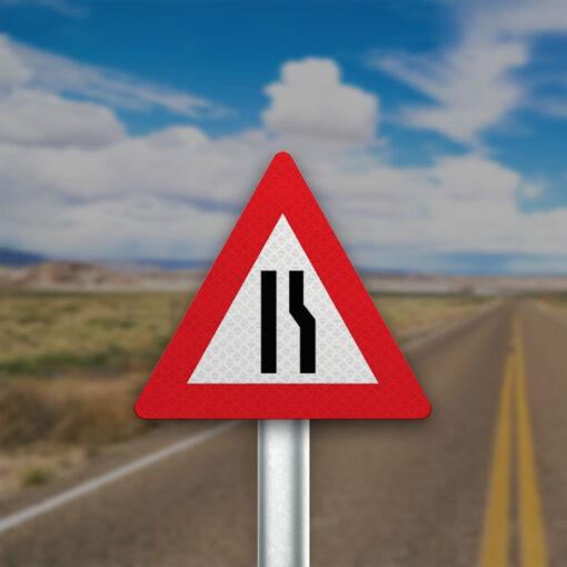 תמרור הכביש הולך וצר מצד ימין
