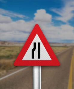 תמרור הכביש הולך וצר מצד שמאל