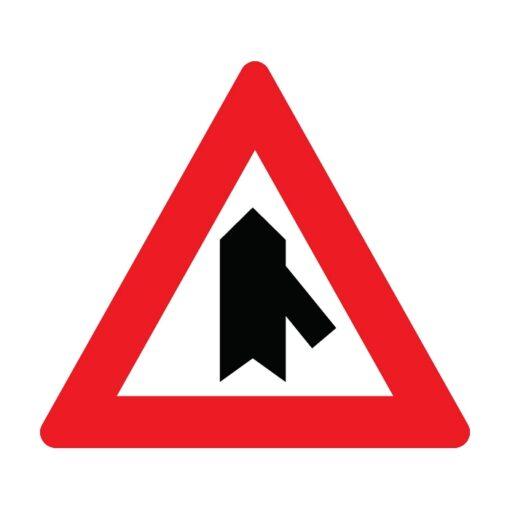 תמרור התמזגות של כביש מימין