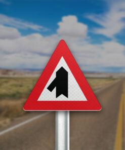 תמרור התמזגות של כביש משמאל