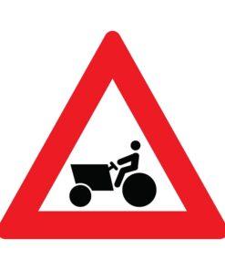תמרור רכב עבודה או טרקטור חוצה