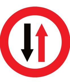 תמרור תן זכות קדימה בקטע דרך צרה לתנועה מהכיוון הנגדי