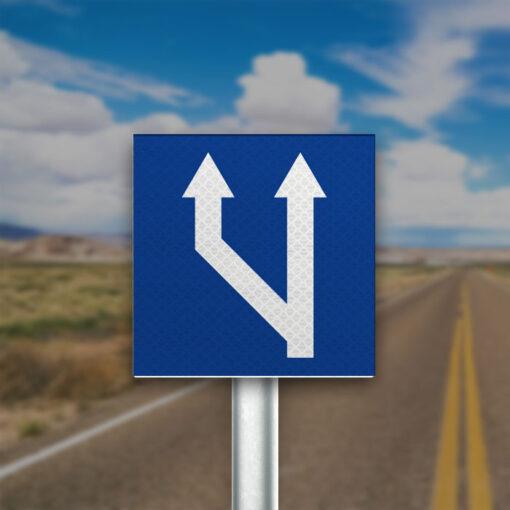 תמרור מספר הנתיבים בכביש גדל משמאל