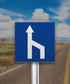 תמרור מספר הנתיבים בכביש קטן מימין