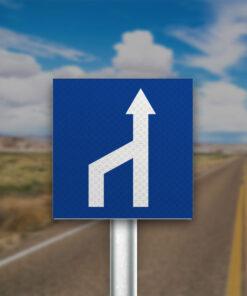 תמרור מספר הנתיבים בכביש קטן משמאל