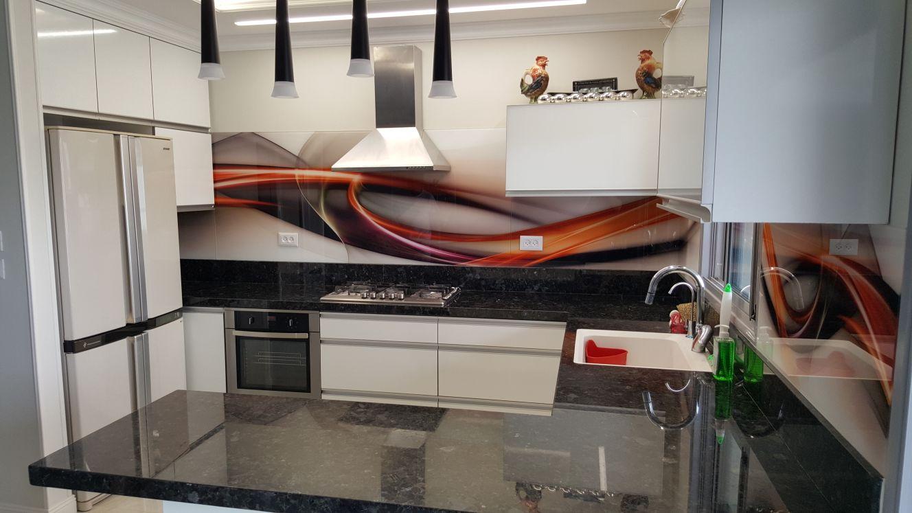 חיפוי זכוכית מודפסת למטבח מופשט