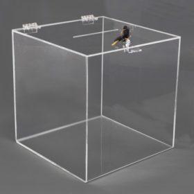 קופסת פרספקס עם מנעול