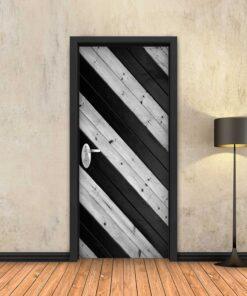 טפט לדלת פסי עץ שחור בזווית